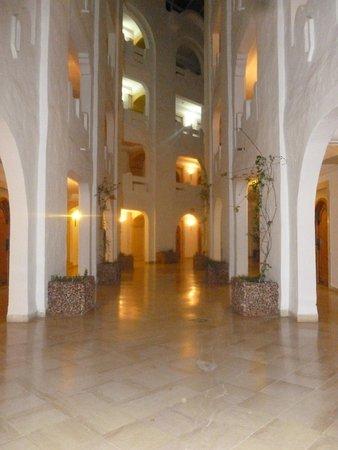 Lella Baya: Corridor
