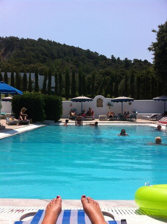 Nathalie Hotel: View from  the sun beds around the pool