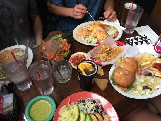 Jose's Courtroom: Best food, good drinks! Saturday afternoon in La Jolla