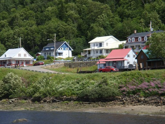 Le Nid De L'Anse : View of Gite from the dock (The blue house)