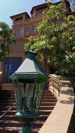 The Langham Huntington, Pasadena, Los Angeles: outdoor lighting