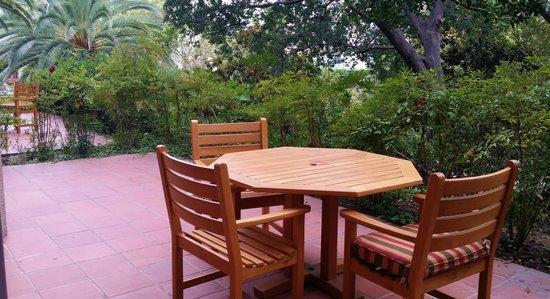 The Langham Huntington, Pasadena, Los Angeles: patio of the ground level garden view room