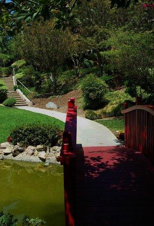 The Langham Huntington, Pasadena, Los Angeles: Red bridge