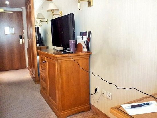 Sheraton Zagreb Hotel: Create your own Health and Safety risks because the sockets under the desk are all in use