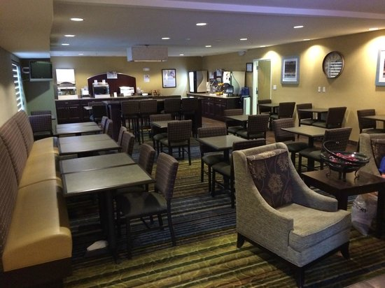 Holiday Inn Express Hotel & Suites Sandy: Breakfast is served every morning