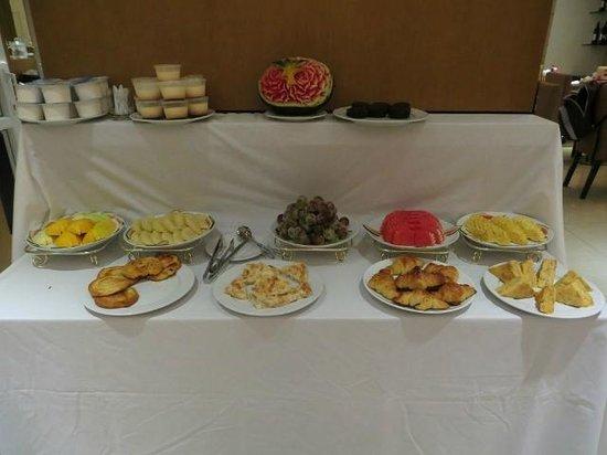 Golden Sun Suites Hotel: Desayuno