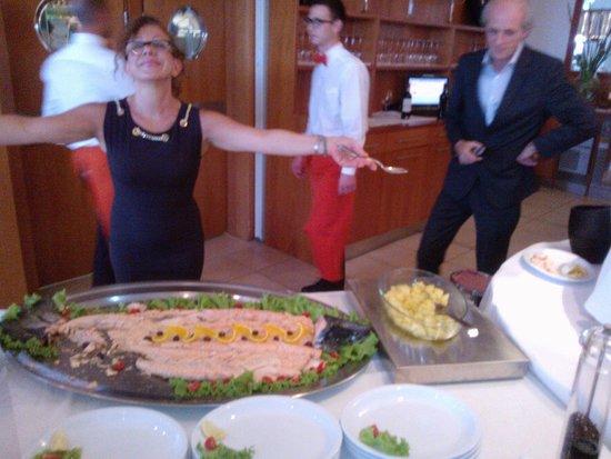 Hotel Sirenetta: la signora che serviva il salmone a tutti