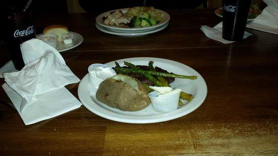 Keg Lounge: Food