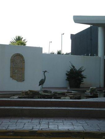 Edgewater Beach Condominium : Front area of condo building