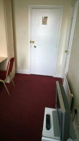 Crown Hotel : Room