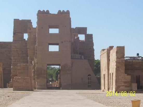 Temple of Medinat Habu: Gateway