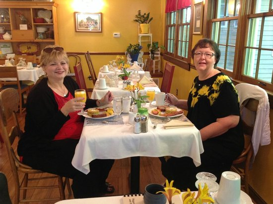 Heartstone Inn and Cottages : Rick and Cheri's Gourmet Breakfast