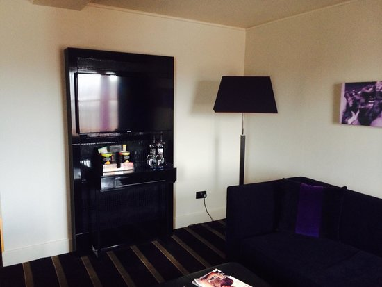 Malmaison Newcastle: Sitting area in the Wiltshire suite