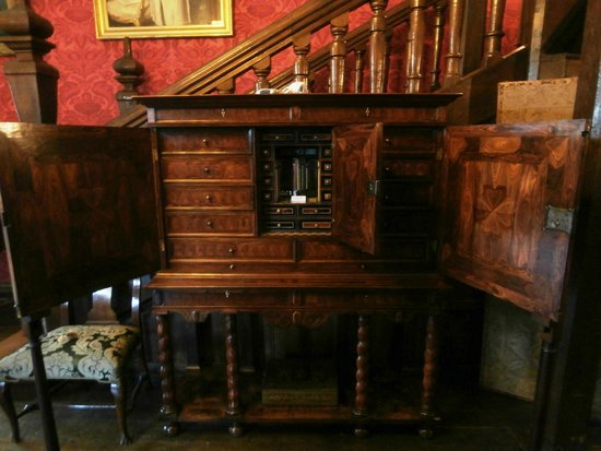 Coughton Court : Writing desk with a secret