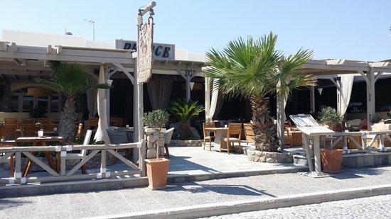 Makris Hotel: Utenfor hotellet