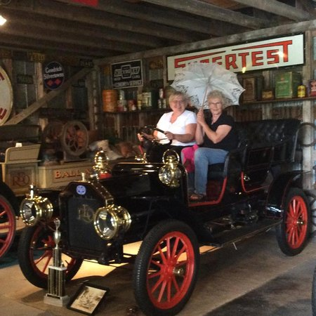 Horseless Carriage Museum: Two older ladies out for a spin.