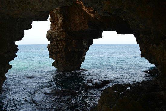Playa La Granadella: Vu d'une grotte accessible a pied