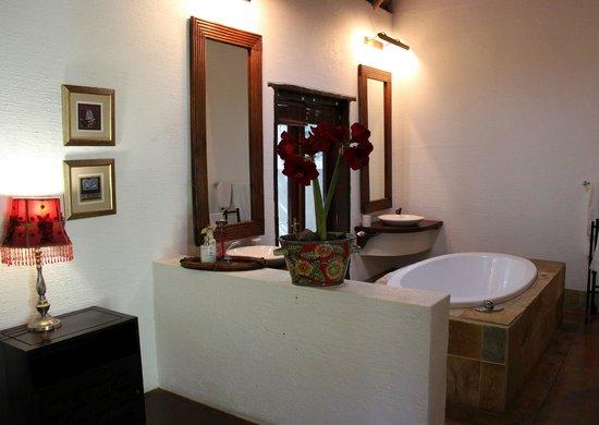 Hippo's Haven - Hans Merensky: En-suite bathroom.