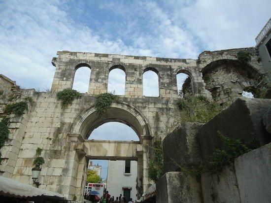 Palais de Dioclétien : Walls