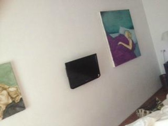 Hotel KUNSThof: tv and art