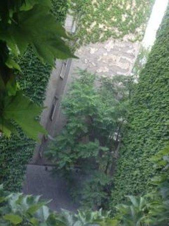 Hotel KUNSThof : courtyard
