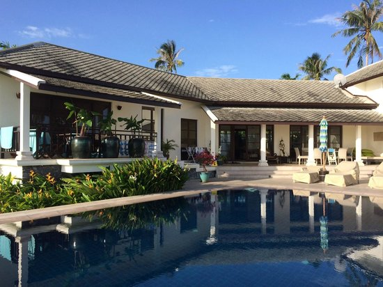 Baan Sawan Villa: The front of the Villa by the pool and veranda