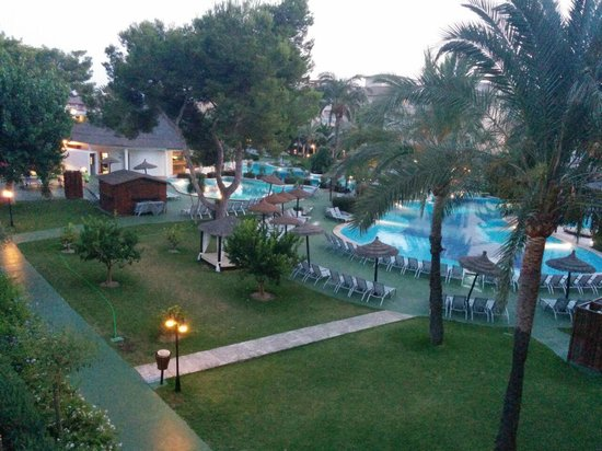 Prinsotel La Dorada: Vista de la piscina desde la terraza de la habitación