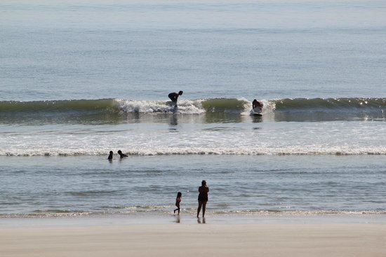 Beachers Lodge: waves for surfers and boogie boards