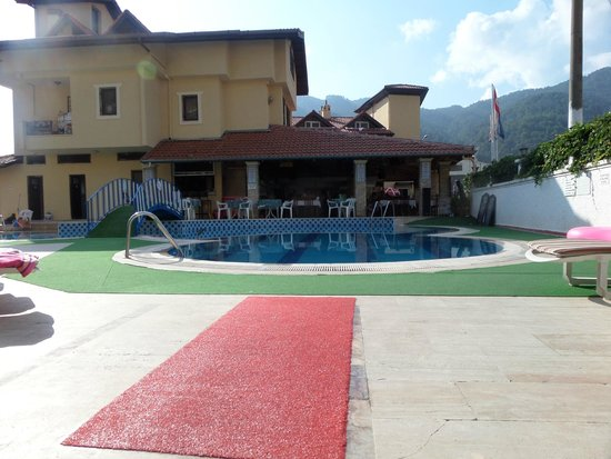 Sahin Palace Apartments: View of the pool area