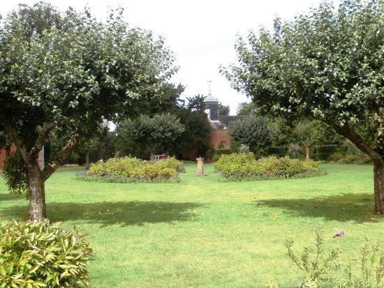 Baddesley Clinton: Garden