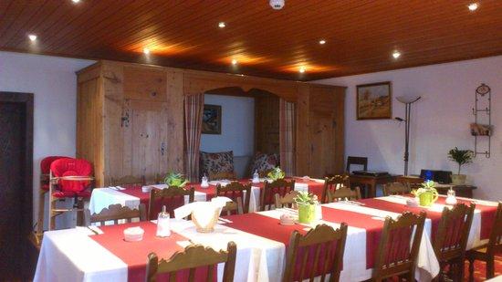 Hotel de Gruyères : salle du petit déjeuner