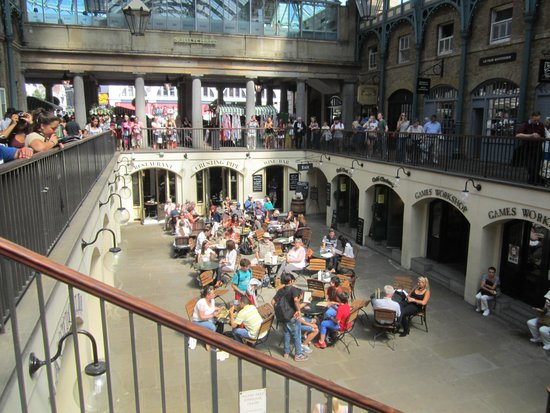 Covent Garden : Live opera and entertain available daily