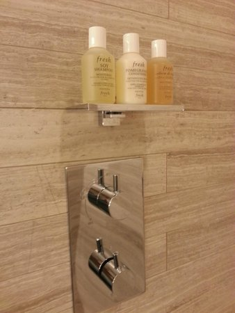 the Quin : Shower Toiletries