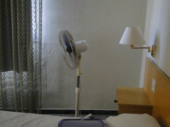 Hotel Climent: vieux ventilateur bruyant et pas de clim