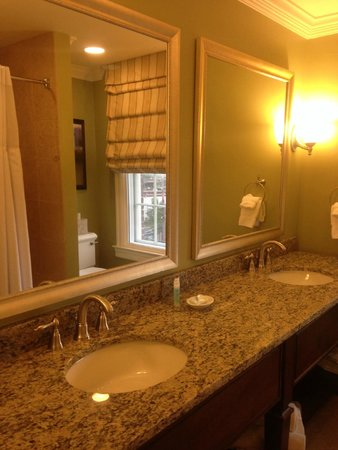 The George Washington A Wyndham Grand Hotel: Bathroom