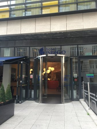 Hotel Indigo Liverpool: The hotel entrance