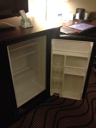 BEST WESTERN PLUS Lonoke Hotel: Huge fridge