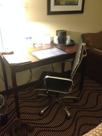 BEST WESTERN PLUS Lonoke Hotel: Modern desk and expensive desk chair