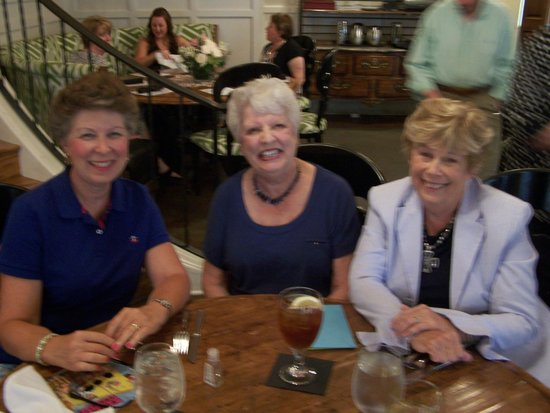 Hampton's at JH Adams Inn: Lunch with friends!