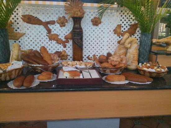 BelleVue Dominican Bay : they have a variety of food