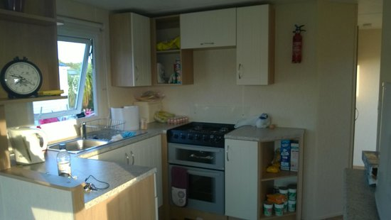 Parkdean - Mullion Holiday Park: Kitchen