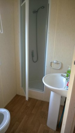 Parkdean - Mullion Holiday Park: Bathroom