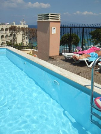 Hotel Rosy Suites: The lovely pool and view
