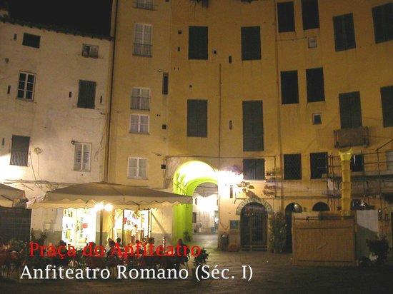 Piazza Anfiteatro : .