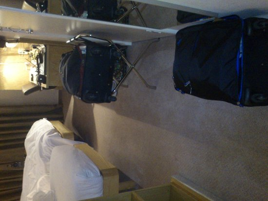 Hilton London Stansted Airport: Small room