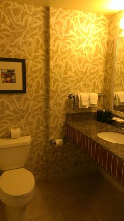 Argonaut Hotel, A Noble House Hotel: Our bathroom