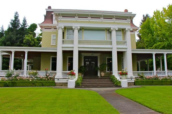 Napa Walking Tour: Churchill Manor