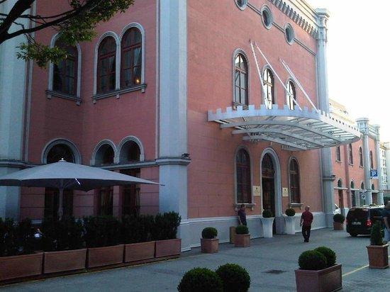 Imperial Riding School Renaissance Vienna Hotel: Ingresso