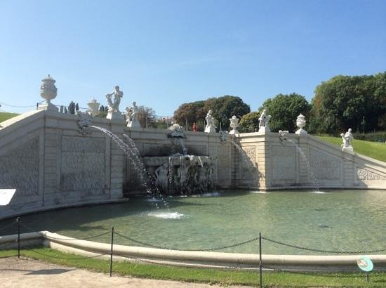 Schloss Belvedere: lovely fountains