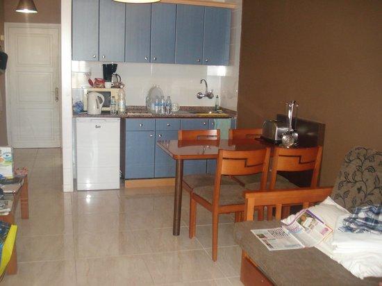 Colina Mar Apartments : room 109